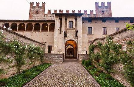 Risultati immagini per BERGAMO  Cavernago MALPAGA CASTLE