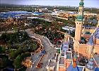 Shanghai, tra gru e cascate: così nasce il maxi parco Disney in Cina
