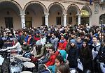 Gli studenti della media Galmozzi e le autorità in piazza Duomo