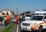 FOTO Incidente moto-furgone, grave scooterista