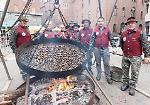 FOTO La castagnata benefica in piazza Stradivari a Cremona
