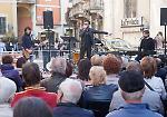 FOTO Su e giù per il Corso: omaggio a Battisti con le Luci dell'Est