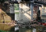 FOTO Ponte sul Po, rimossi i detriti sotto il primo pilone