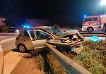 FOTO Lo schianto in tangenziale a Crema: auto accartocciata sullo spartitraffico