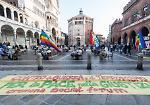 FOTO Il flash mob per la pace nel cuore di Cremona