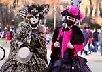 E le maschere di carnevale invadono la città