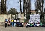 FOTO E VIDEO Sit-in di genitori e alunni davanti alla Stradivari