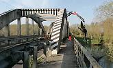 Ripulitura del legname, chiuso tutto il giorno il ponte sull'Oglio