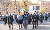 L'ultimo saluto ad Aronne Bettoni, due comunità in lutto