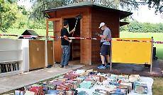 La casetta dei libri rimessa a nuovo dai volontari