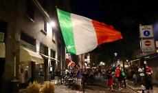 Per i campioni d'Europa un'esplosione di gioia in tutta la provincia