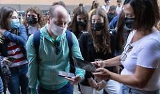 Anno scolastico al via, i volti degli studenti tra sicurezza ed emozione