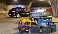 Auto rubata e attrezzi da scasso nel baule: quattro denunce per ricettazione
