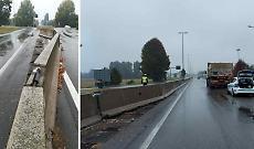 Camion sradica lo spartitraffico, caos in via Mantova