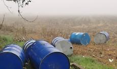 Recuperati fusti inquinanti abbandonati illecitamente in un campo