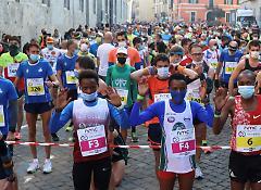 La partenza della Maratonina a suon di marcia