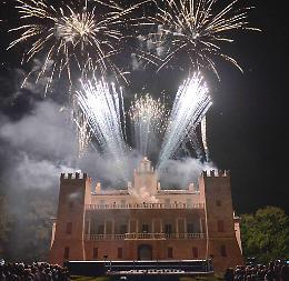 Al posto dei fuochi d'artificio arriva lo show di Zelig