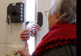 Finti addetti della compagnia idrica  derubano coppia di anziani
