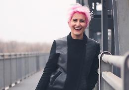 Ecco il videoclip di Giulia Dagani: 'Cerco disperatamente Costanza'
