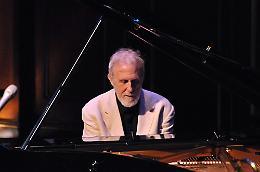 'Aperitivo in Concerto'. Il pianista Blake con Hartley e MacAdam-Somer al Teatro Manzoni