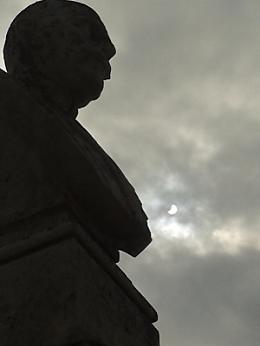 Ammirando l'eclissi