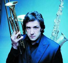 Flavio Insinna e la sua Piccola Orchestra martedì a Soragna