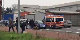 Auto contro scooter davanti al CremonaPo  In azione gli agenti e i soccorritori del 118