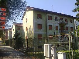Muro sfondato e rabbia in via Giuseppina