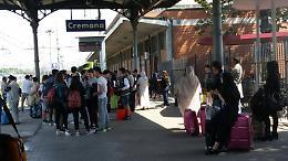 Treni, rabbia dei viaggiatori tra soppressioni e ritardi