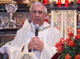 Messa del vescovo Napolioni all'hub vaccinale, omaggio a operatori e volontari