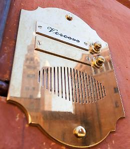 Il citofono di piazza Zaccaria , suonare 'vescovo'