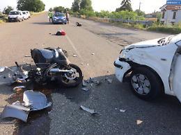 Scontro auto-scooter,  per un 60enne traumi a una gamba
