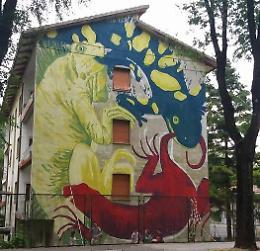 Murales di via Giuseppina, il dibattito impazza sui social
