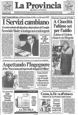 L'ultimo set per Federico Fellini è a Cinecittà. La camera ardente è stata allestita con un fondale di scena