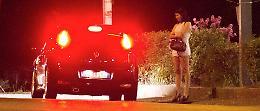 Prostituzione: manovre spericolate dei clienti, ordinanza anti-lucciole