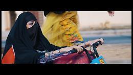 Arabia Saudita, video virale contro i divieti: le donne guidano, ballano e fanno clic
