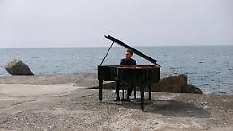 Matthew Lee a Camogli, un pianoforte davanti al mare