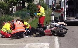 Scontro scooter-autocarro, grave il motociclista