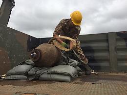 Guastatori in azione a Brescia, disinnescata bomba d'aereo
