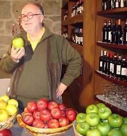 """Edoardo Raspelli nelle Marche per il weekend de """"Saperi e sapori della Mela Rosa"""""""