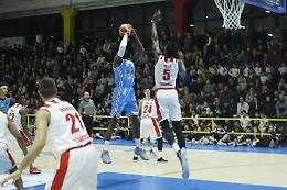 Vanoli in spolvero, Varese cede nel finale (68-66)