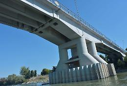 Ponte chiuso, fra Lena e Bordonali frizioni sullo stato di emergenza