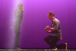 Grease, sul palco va in scena la proposta di matrimonio