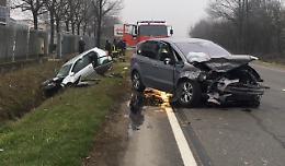 Schianto tra due auto, un ferito grave