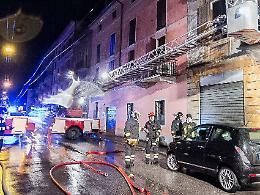 Incendio di via Ghisleri, il palazzo è inagibile