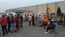 In sciopero 60 operai:  'Vogliamo trattamenti uguali'