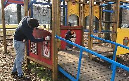Svastiche sui giochi dei bimbi, il Comune sporge denuncia