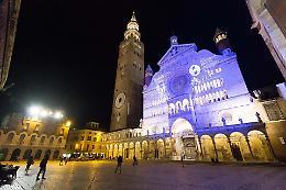 Giornata mondiale autismo, anche Cremona si illumina di blu