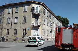 Crolla parte del cornicione, edificio messo in sicurezza
