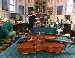 Violini ai giapponesi, strumenti per 60 mila euro